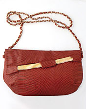 pochette imitation croco rouge en location