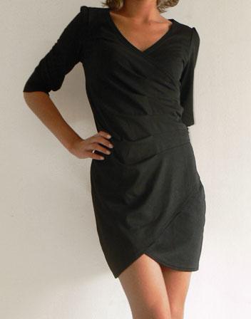 robe noire avec manches 3 4