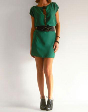Pour une soirée, si tu assumes le bling bling, tu peux porter des chaussures  d\u0027exactement la même couleur que ta robe façon Katy Perry  escarpins ou  peep