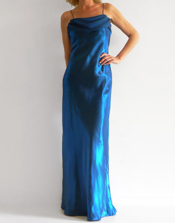Robe de satin bleu