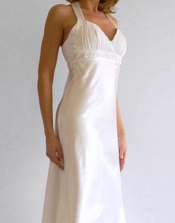 robe longue blanche en satin la mode des robes de france. Black Bedroom Furniture Sets. Home Design Ideas