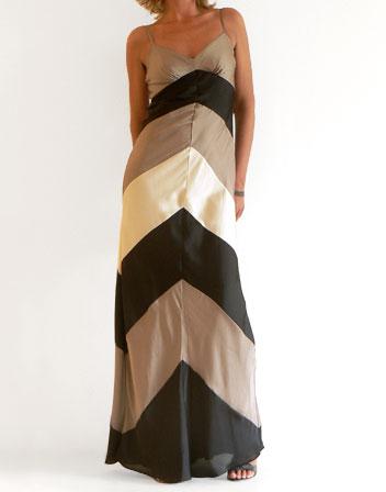 top robes blog robe longue noire bretelles. Black Bedroom Furniture Sets. Home Design Ideas