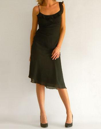 meilleur blog robe robe noire longue bretelle. Black Bedroom Furniture Sets. Home Design Ideas