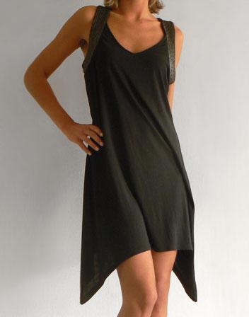 Location de robe noire asymétrique. Robe noire et bretelles en ... 7f2e8c9d0345