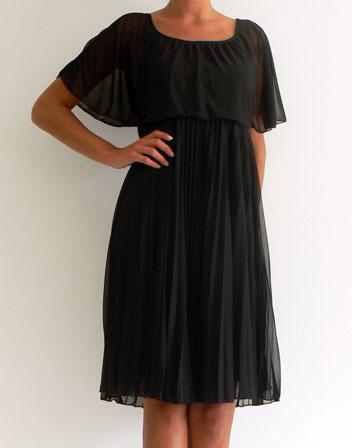 Robe noire avec des manches